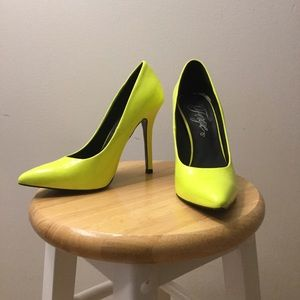Fergie neon yellow pumps - size 6.5